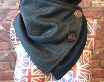 Handmade wool wrap scarf / neckwarmer in navy and green check