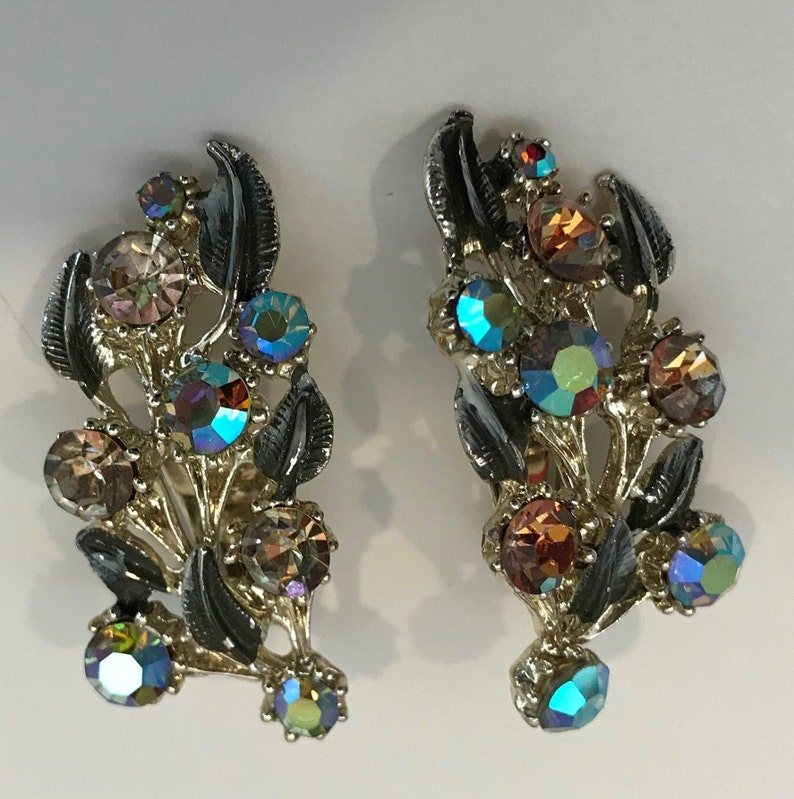 Vintage silver tone leaf necklace /& clip earrings set multi color rhinestones