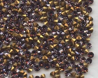 451144 *** 50 vintage rhinestones point back 2,45mm LIGHT AMETHYST