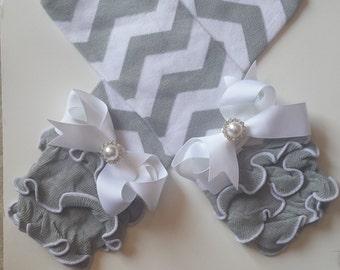 Gray and white chevron cotton ruffled legwarmers with bows, chevron, photo prop,baby girl legwarmers,toddler legwarmers,girls arm warmers