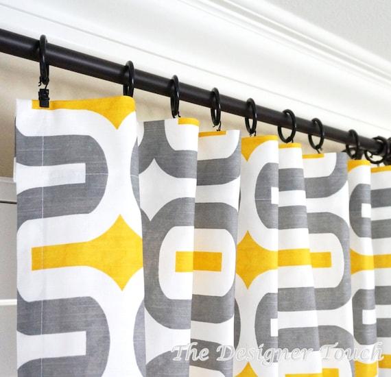 deux panneaux de rideau gris jaunes traitements geometriques fenetres rideaux jaunes gris rideaux 63 84 96 108 embrace storm