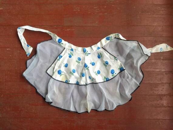 Vintage 1950s blue rose apron