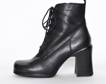804cc043430d BLACK GRANNY BOOTS 9 90s vintage leather lace up goth Teen Witch chunky  stacked heels Square toed witchy low heel Victorian booties bongo
