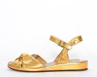 92052592842c09 METALLIC GOLD WEDGES 7.5 8 1940s 1950s vintage low heel open peep toe wedge  heels leather sandals Rockabilly vlv Pinup shoes 7 1 2 40s 50s