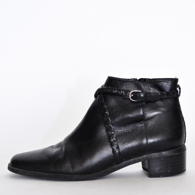 a9032b47982e Gothic ANKLE BOOTS 7 1 2 90s black leather Vintage low heel