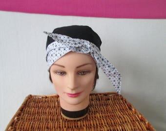 Foulard, turban chimio, bandeau pirate au féminin noir avec des fleurs noires