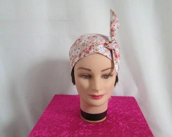 Foulard, turban chimio, bandeau pirate au féminin orange/saumon à fleurs