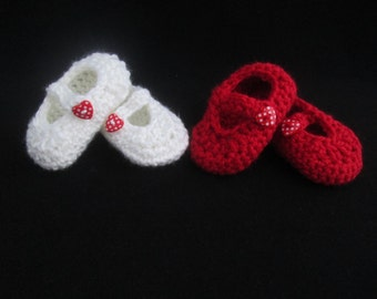 Valentine Polka Dot Heart Button Baby Mary Jane Handmade Crocheted Shoes/Baby's First Valentine's Day/Baby's First Booties/Crocheted Booties