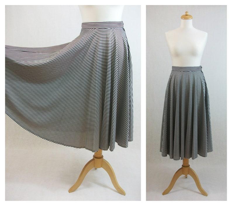 70s vintage skirt Circle skirt S. Black and white midi skirt Striped skirt Skirt size XS