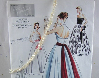 UNCUT 1950s  Vogue Special Design Pattern S-4416  GLAMOROUS Strapless Fitted Bodice Evening Ball Gown or Wedding Dress Gown Size 12..bust 30