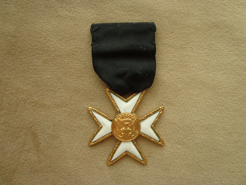 Military Medal E PLURIBUS UNUM Gold Eagle Badge, Maltese Cross Vintage  Men's military medal with Black Ribbon and Clasp Pin