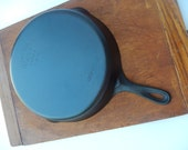 Large Wagner Ware 10 Cast Iron Skillet - Stylized Logo - Made in the USA - 1935 - 1959