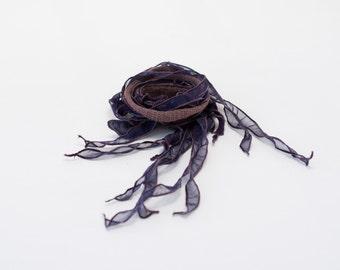 Collier textile TIPHYLAD - Taupe sur violet