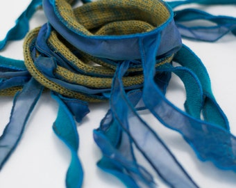 Collier textile TIPHYLAD - Olive sur aqua