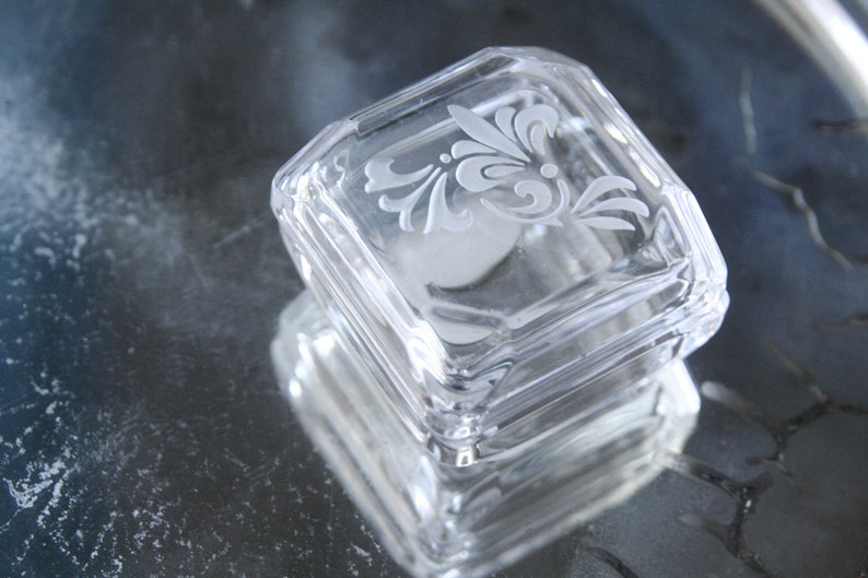 floral engraving lily on the lid Small square box in vintage crystal
