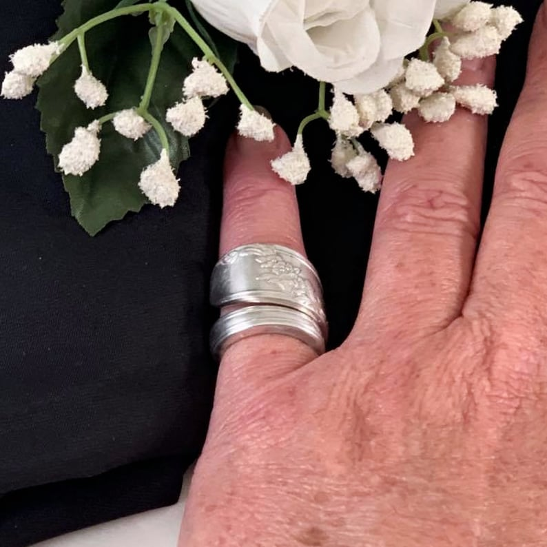 Vintage Flatware Wrapped Handmade Big Recycled Silver Spoon Handle Flower Ring 1939 Crown Antique Silverware Jewelry Spoon Ring for Women
