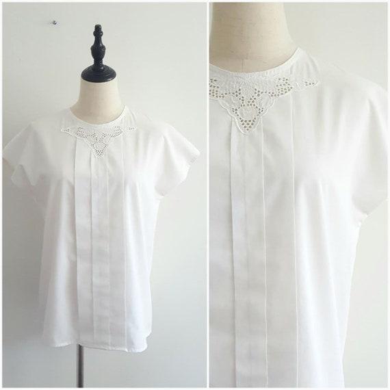 Vintage White Eyelet Blouse, Minimalist blouse, si
