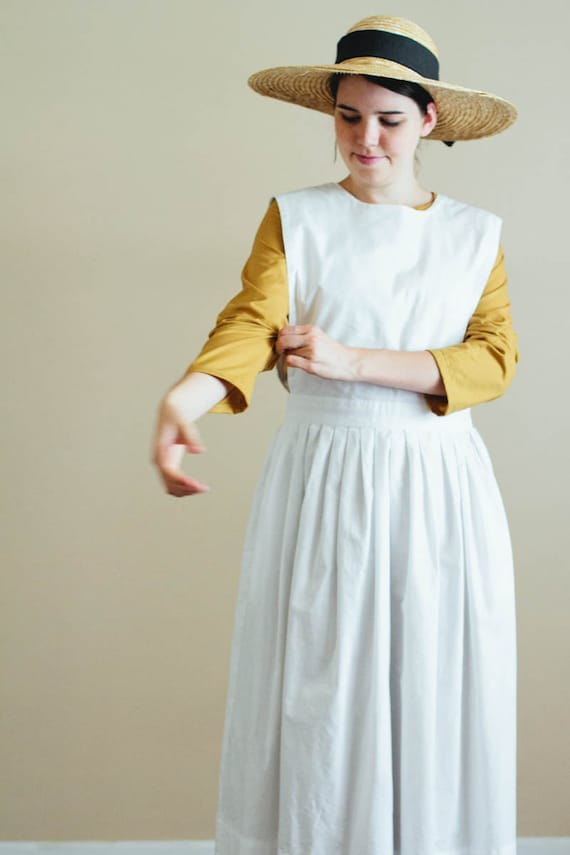 1950s House Dresses and Aprons History 1900s apron $75.00 AT vintagedancer.com