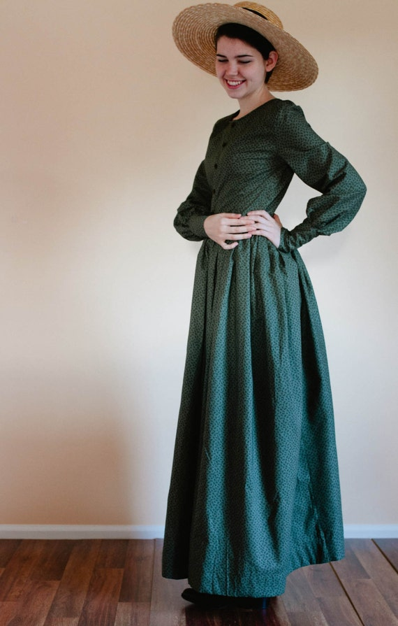 Easy DIY Edwardian Titanic Costumes 1910-1915 Button Up Plain Dress - Front Button Prairie Dress - Made to Measure Pioneer Dress - reenactment dress Mennonite dress reenactment dress $87.00 AT vintagedancer.com