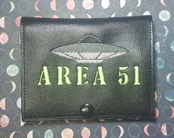 Area 51 UFO Vaccine Card Holder, Conspiracy Theory Vaccine Passport, Secret Government Vaccination Record Keeper, Perfect for Cosplay