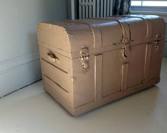 Superb Vintage Antique Steamer Trunk Painted Shabby Cottage Coffee Table Storage  Wood Metal LOCAL PICKUP