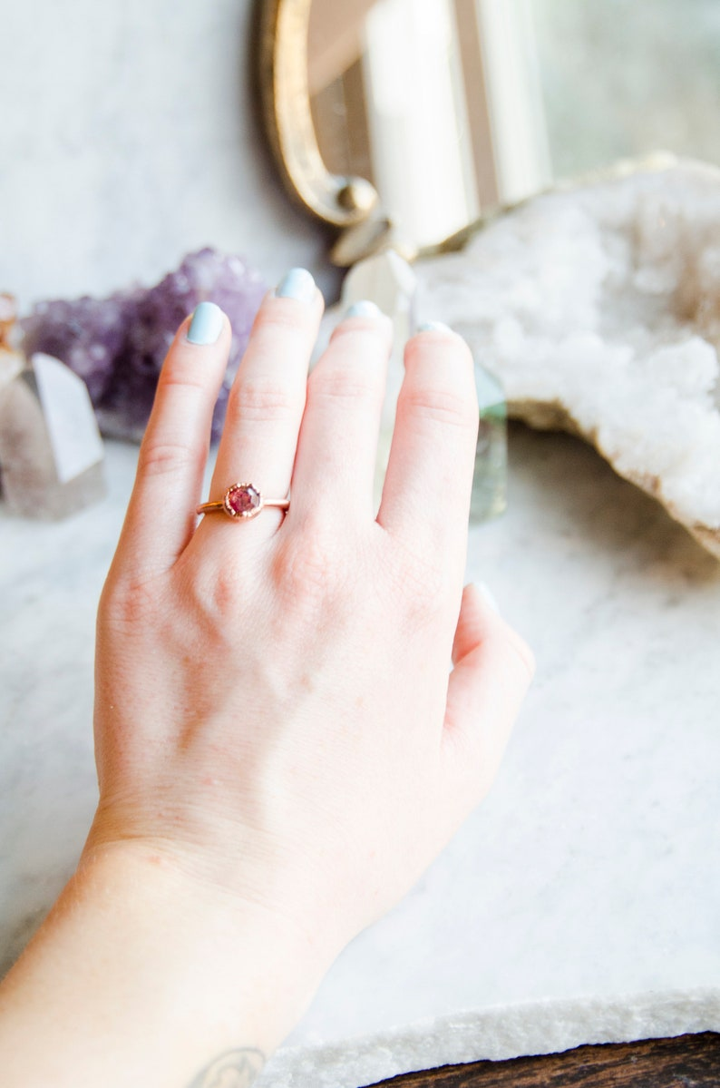 Size 6 Round Faceted Crushed Flower Petal Ring