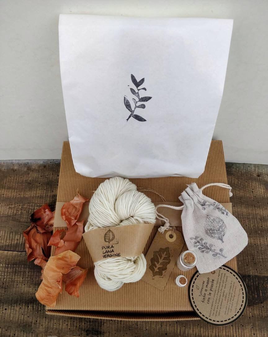 Kits pour teindre la laine laine laine à la maison avec des plantes. Boîte créative pour la teinture naturelle avec tutoriels et fils, grappins et matériaux écologiques 1133a5