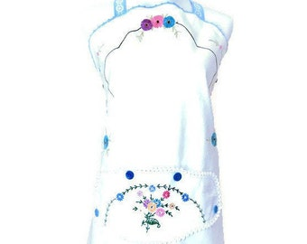 Apron from Vintage Embroidered Table Cloth / Designer Apron Size M to XL / Upcycled Apron from Table Cloth