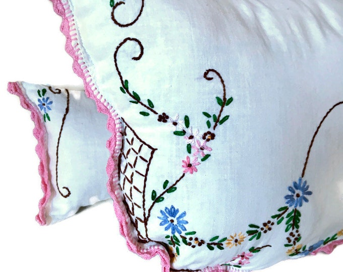 Embroidered Pillow Set From Vintage Dresser Scarf / Set of 2 Decorator Pillow from Vintage Linens / Upcycled Pillows