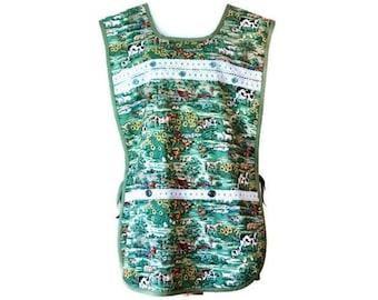 Green Farm Print Plus Size Cobbler Apron with Pockets / Side-Tie Apron Size XL-1X-2X