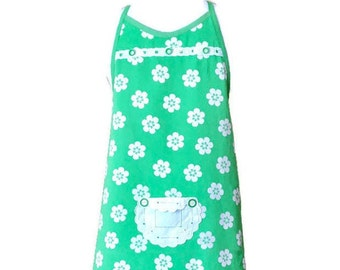 Green and White Floral Vintage Fabric Apron / Preteen Apron Size 10-12