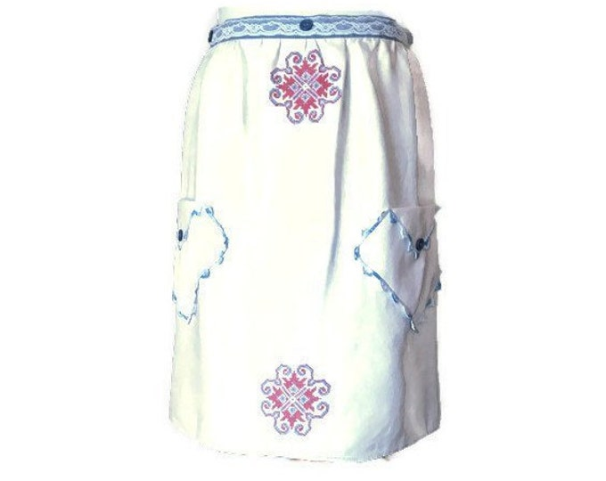 Half Apron from Vintage Linen Embroidered Dresser Scarf/ Aprons for Women Size M to L / Upcycled Apron