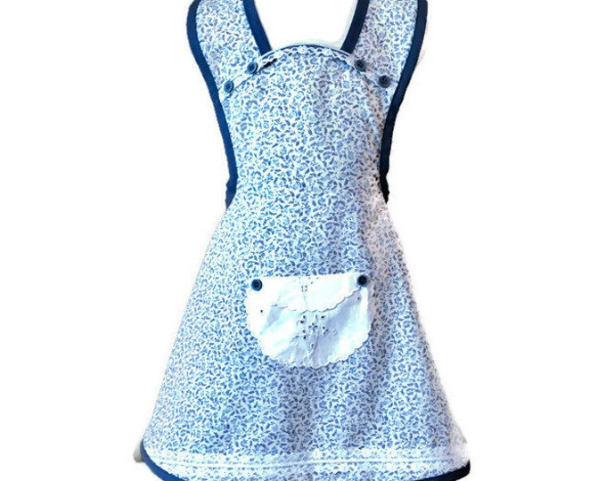 Girl's Old-Fashioned Apron in Blue and Gray Floral Print / Apron for Girls Size 5-6