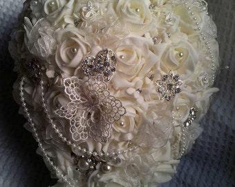 Brooch bridal ivory teardrop bouquet
