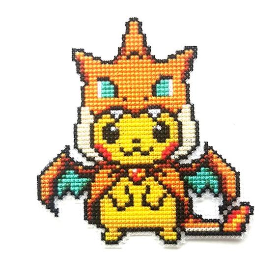 Pikachu En Costume Mega Dracaufeu Y Pokemon Go Cross Stitch Mignon Geekery