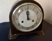 Vintage Smiths Bakelite Chiming Mantel Clock.