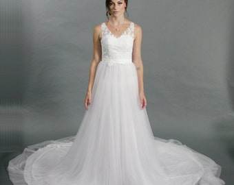V-neck lace top tulle bottom a-line chapel train wedding dress