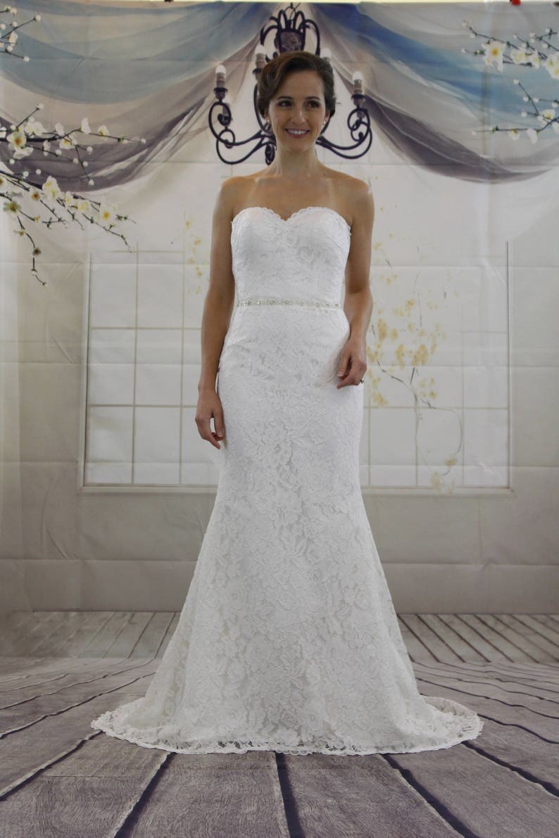 Classic Simple Sweetheart Mermaid White Lace Wedding Dress image 0
