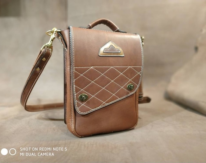 Messenger bag, brown leather reporter