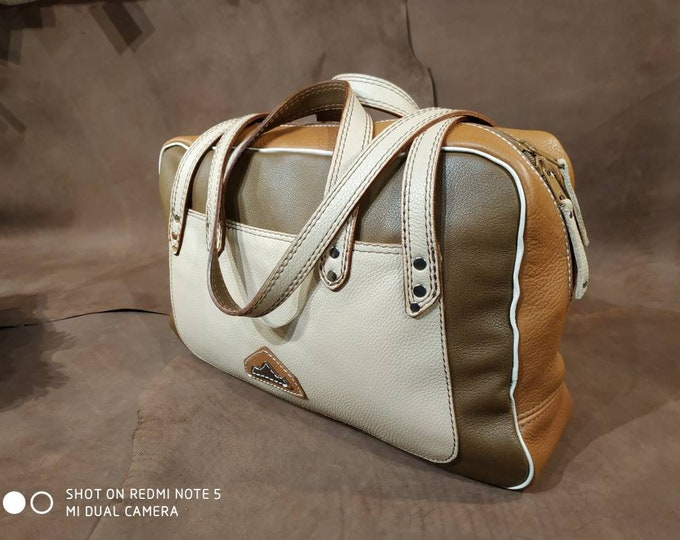 Hand bag, weekend bag, travel, sports, changing tan beige brown leather