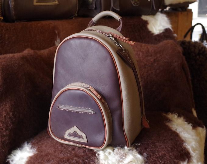 sac à dos en cuir marron et taupe,artisanal , fait main ,unique