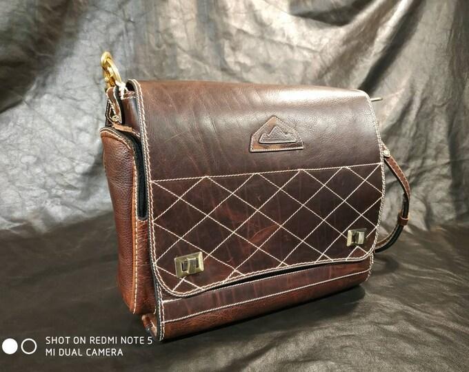Bag, Briefcase, satchel, shoulder bag, Messenger Burgundy pull up leather