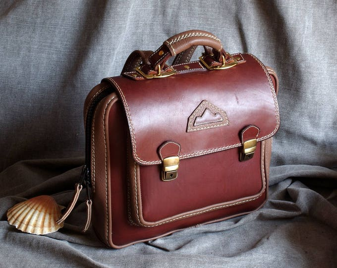 Briefcase, backpack, briefcase in brown leather and taupe