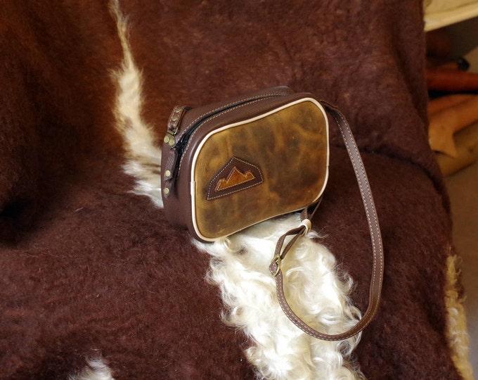Brown leather shoulder bag / honey
