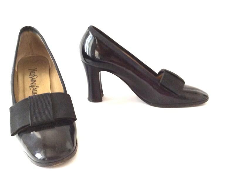 3b668e8a19b6cd Yves Saint Laurent women shoes. Vintage shoes. Leather black