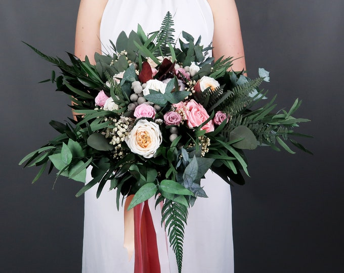 Vintage bridal wedding bouquet with real preserved flowers and greenery in blush pink, peach and nude