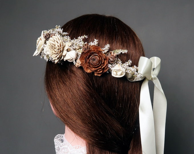 Dried floral crown in shades of brown