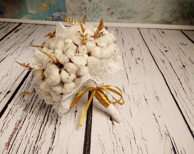 Glamorous wedding bouquet with a rustic touch made of natural cotton bolls, lace and glitter gold ferns