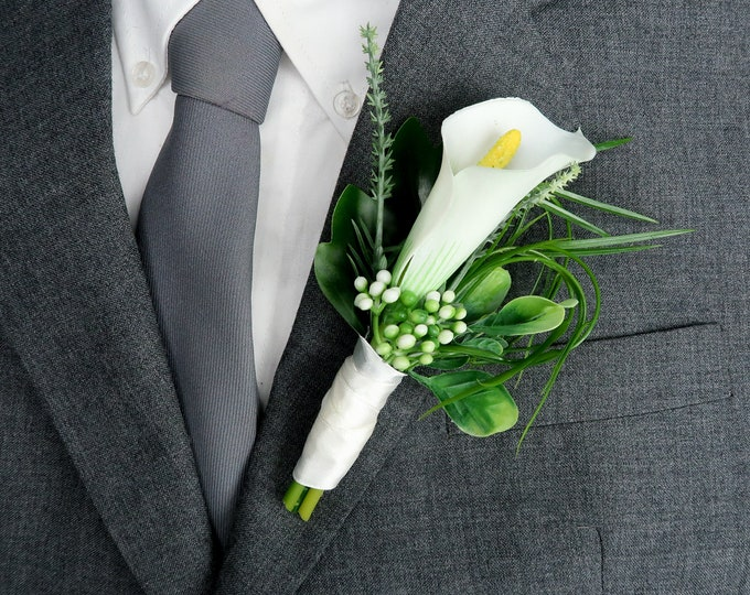Tropical wedding calla lily boutonniere, realistic silk flowers, modern wedding, Groom flowers, zantedeschia