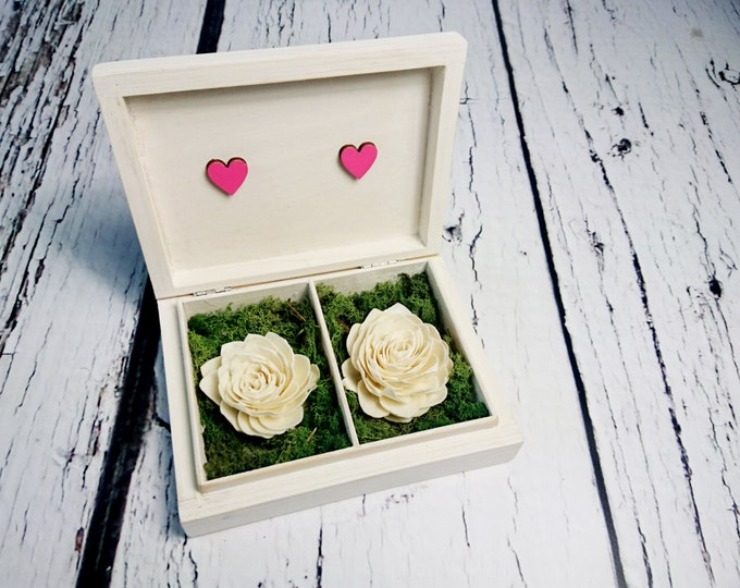 Wedding rings box vintage personalized rustic woodland moss sola flowers looking old shabby chic off white pink hearts distressed